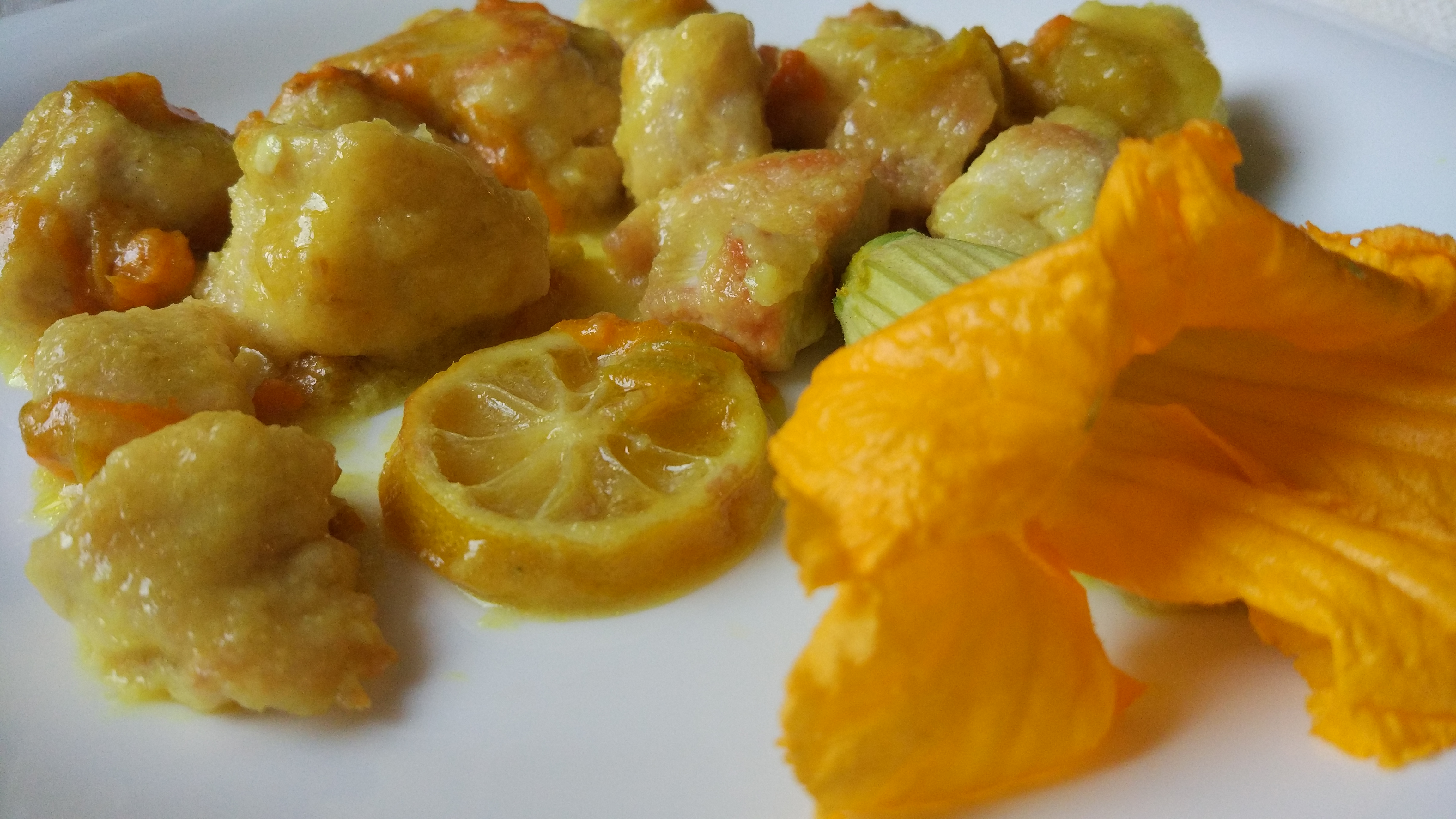 Pollo al limone e fiori di zucca