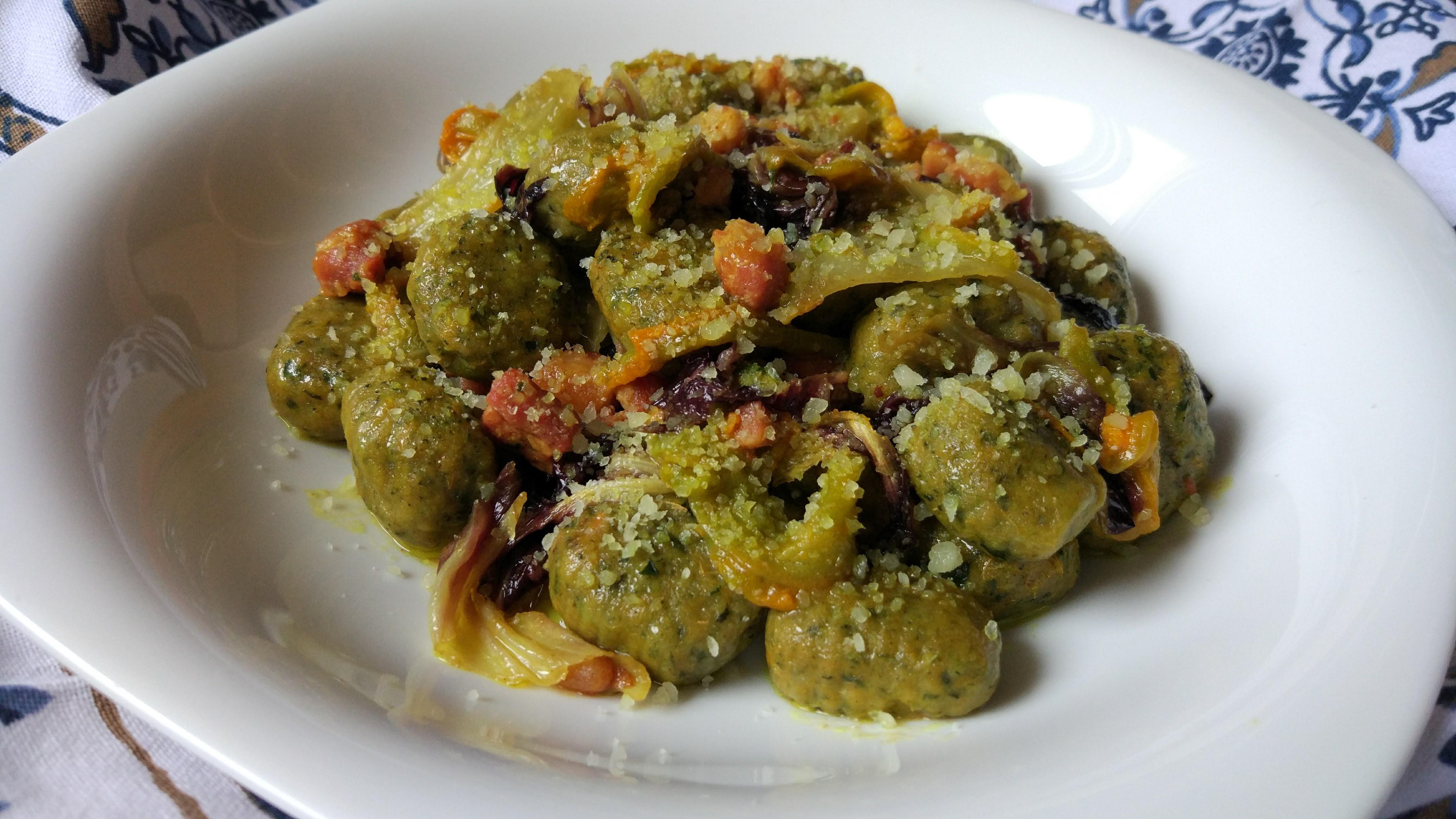 Gnocchi di patate dolci e bietole al radicchio e pancetta croccante