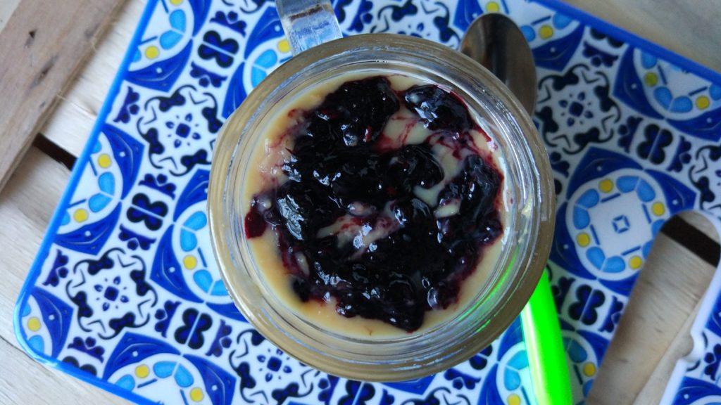 Crema di miglio con topping di amasake e marmellata