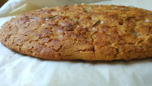 Focaccia rustica a lievitazione lenta senza glutine e lievito col kefir