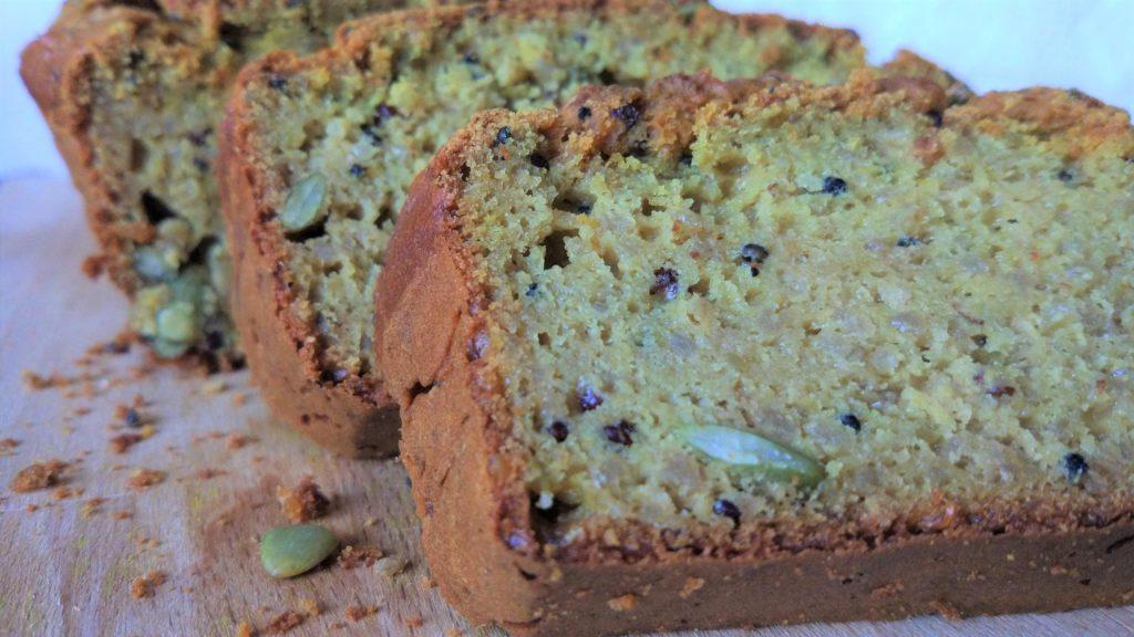 Fetta di pane di quinoa e amaranto e semi di zucca