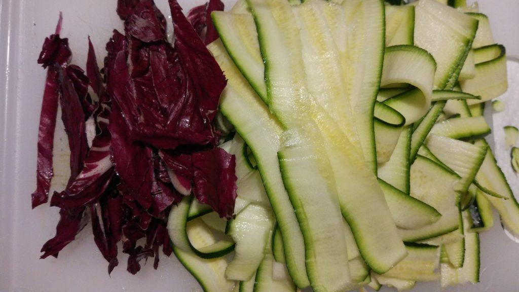 Taglio le verdure a strisce