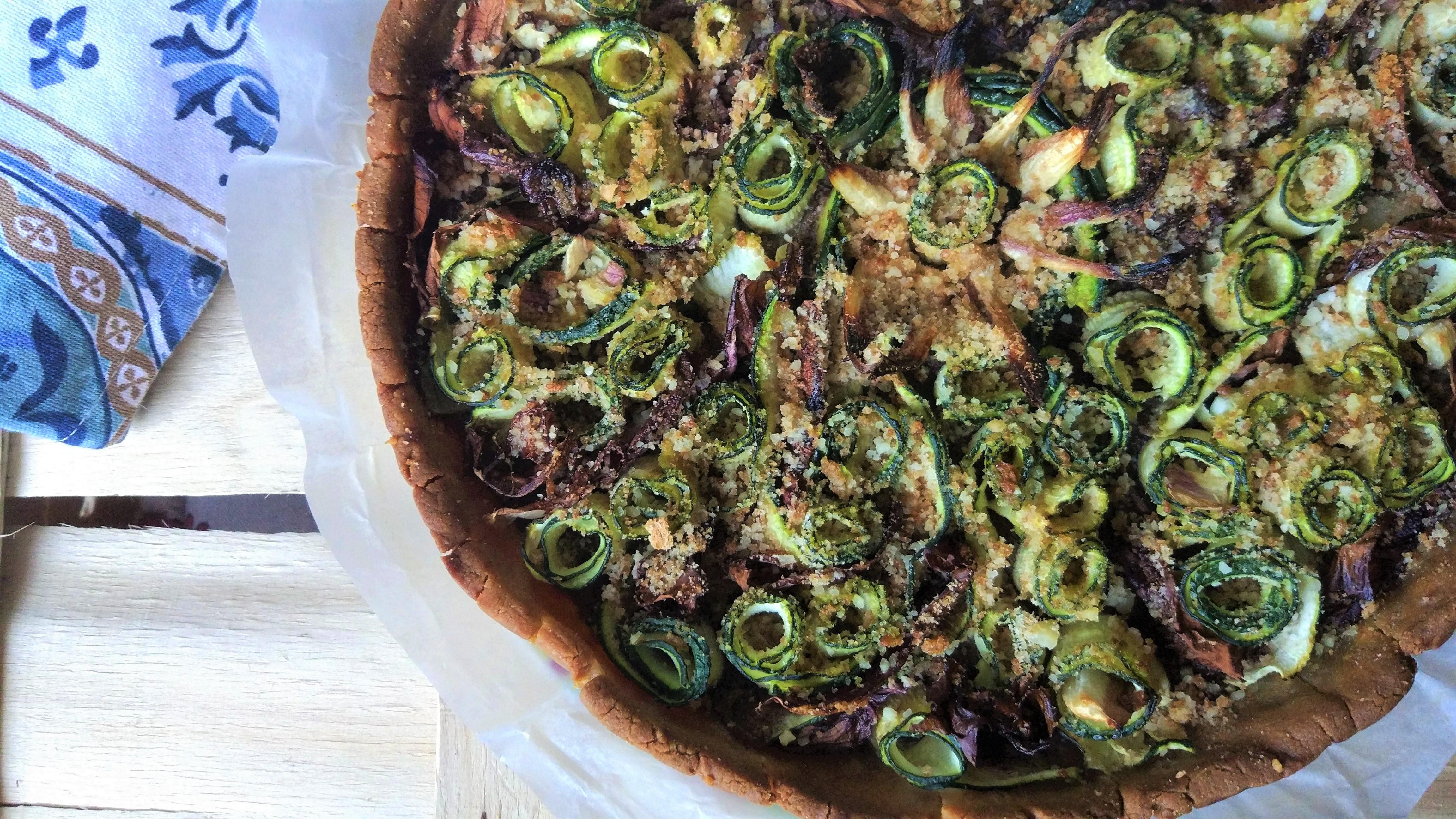 Torta salata rustica vegan senza glutine alle zucchine e radicchio