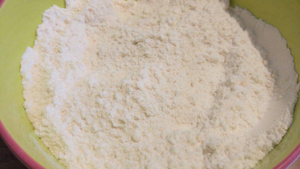 Mescola gli ingredienti secchi