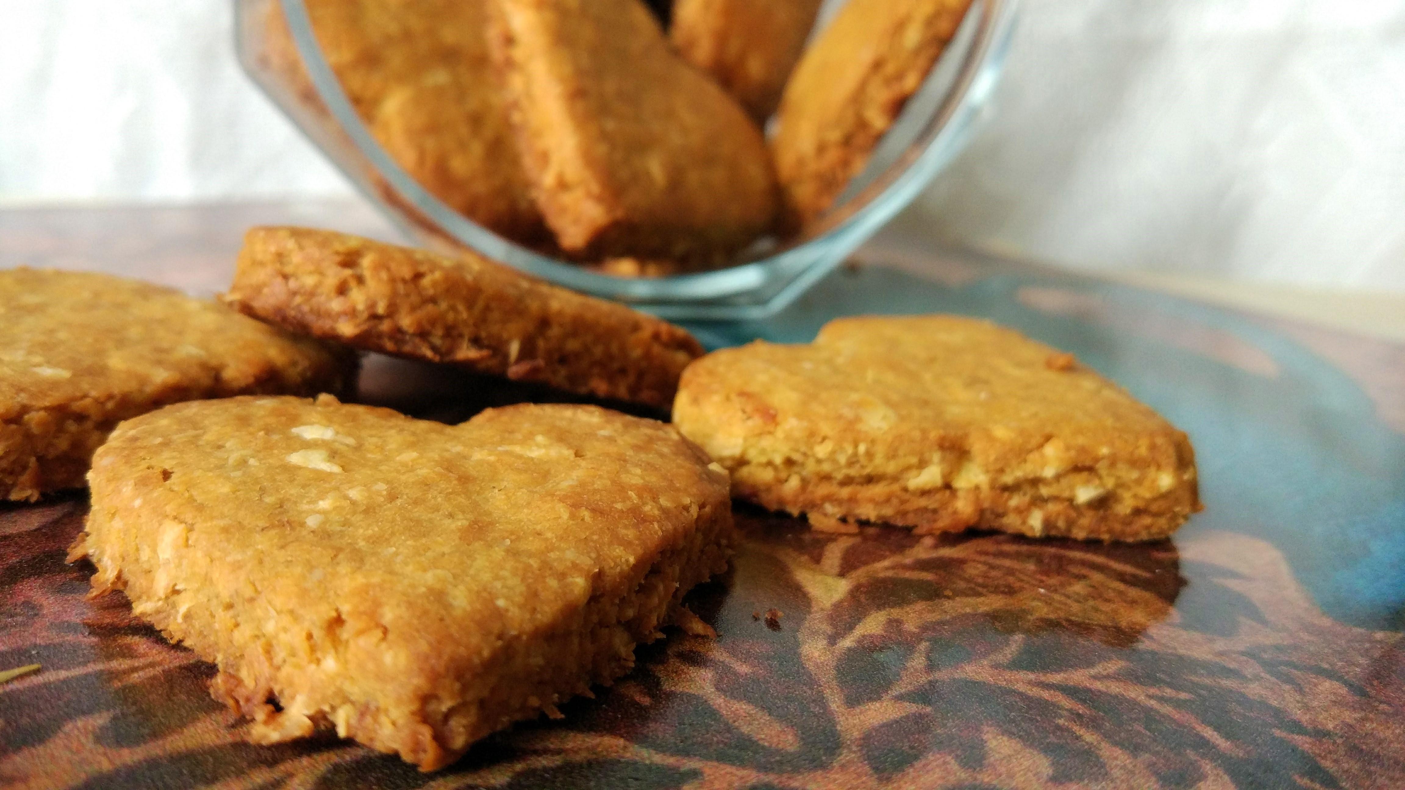 Biscotti proteici al cocco vegani, senza glutine e con stevia
