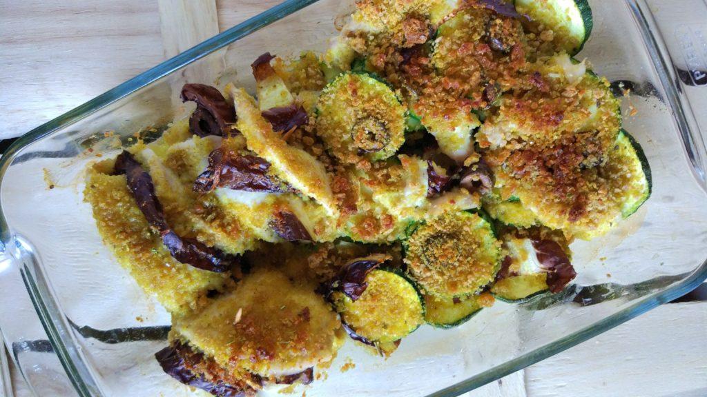 Involtini di pollo sabbiosi al radicchio, olive e zucchine