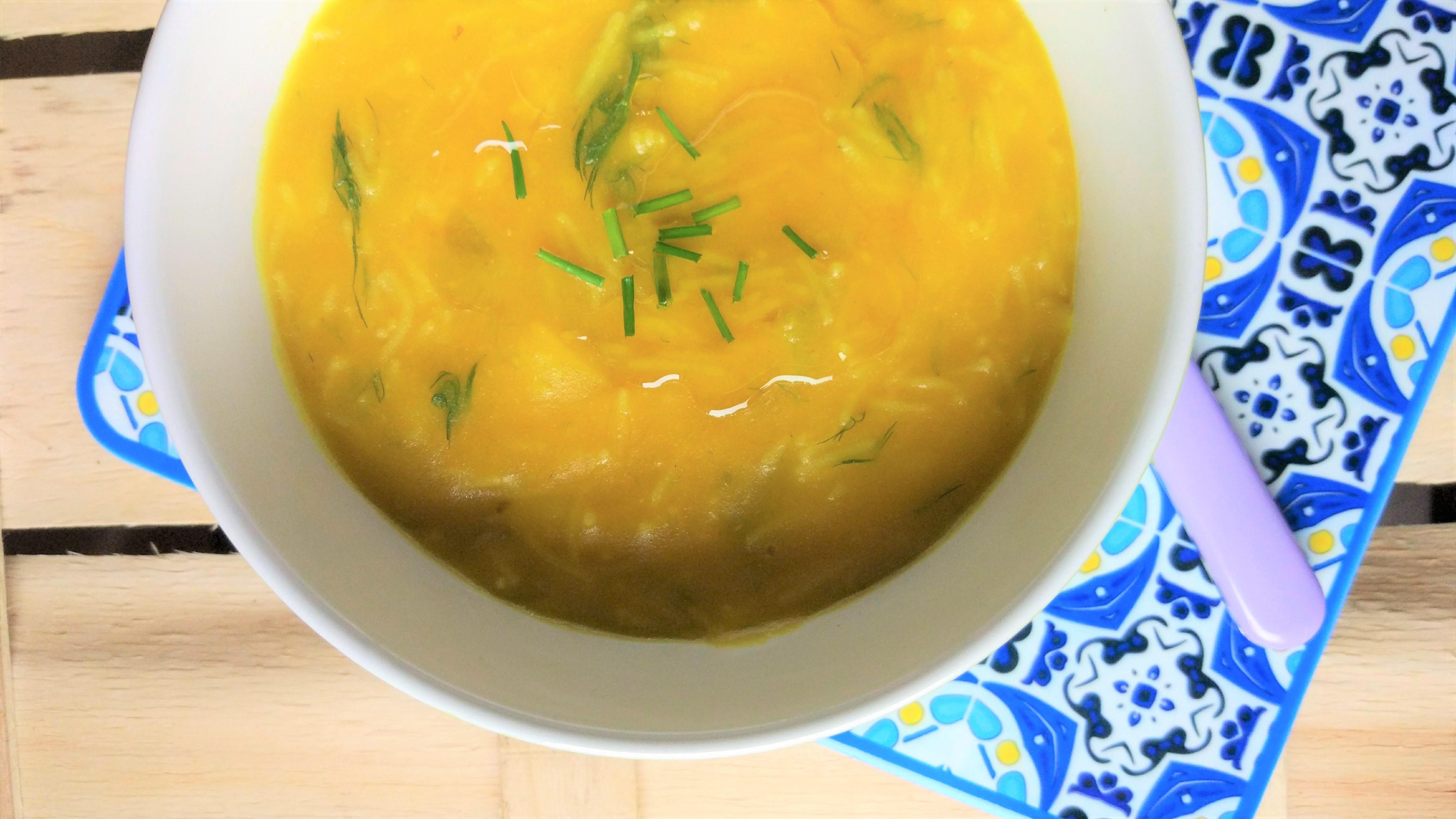 Zuppa di indivia belga, finocchio e zucchine allo zafferano