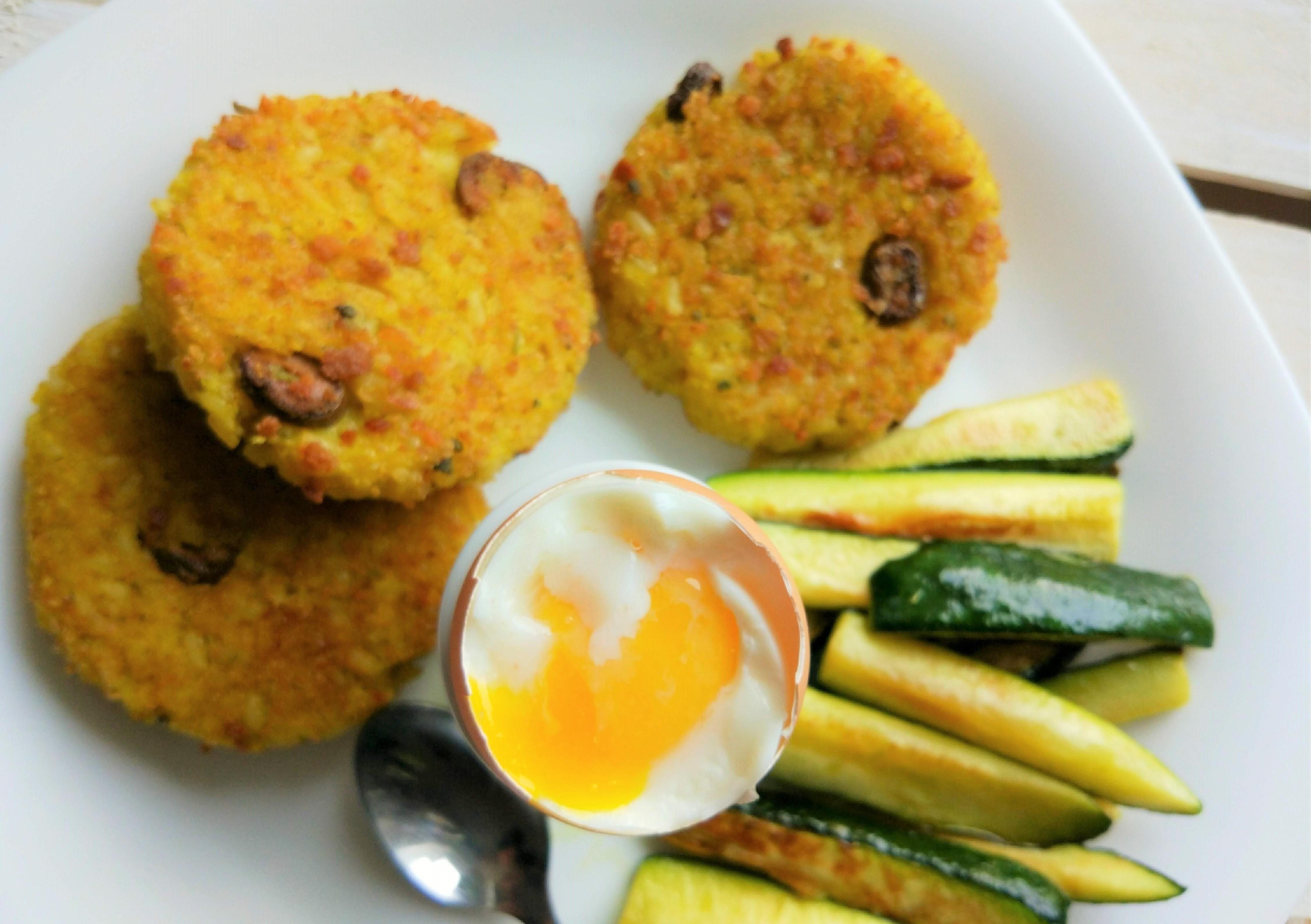 Polpette di riso veloci al finocchietto e olive nere al forno