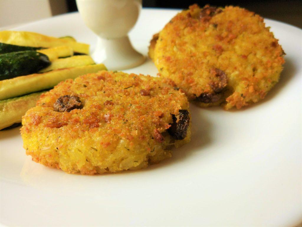 Burger di riso vegani con ciuffi di finocchio e olive taggiasche