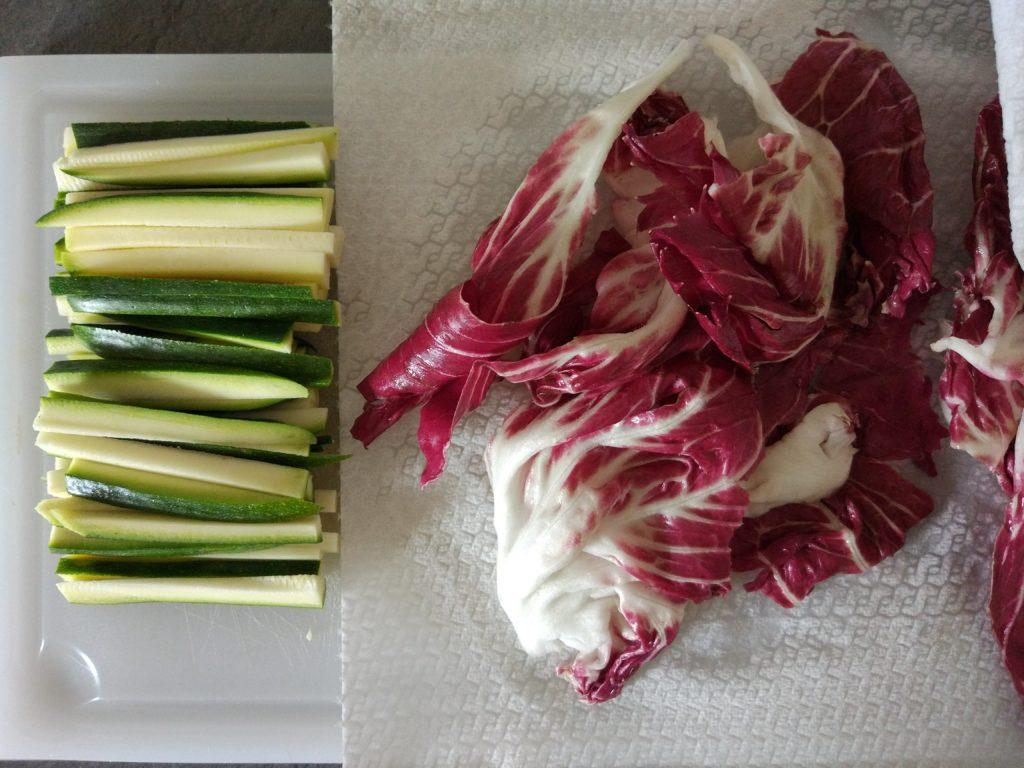 Tagliare le zucchine a sticks
